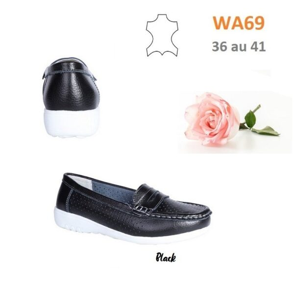Perforated loafers in leather WA69